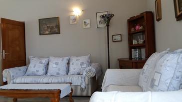 Zaglav, Obývací pokoj v ubytování typu house, s klimatizací, domácí mazlíčci povoleni a WiFi.