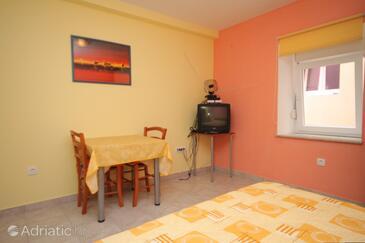 Sali, Dining room in the studio-apartment.