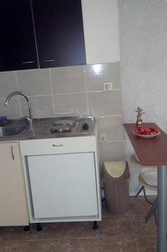Preko, Kitchen in the studio-apartment, dostupna klima i WIFI.