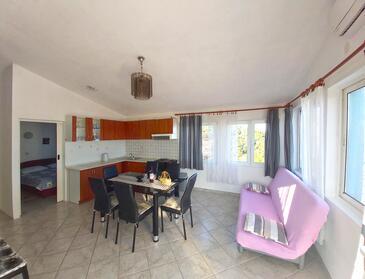 Sali, Jedilnica v nastanitvi vrste apartment, dostopna klima, Hišni ljubljenčki dovoljeni in WiFi.