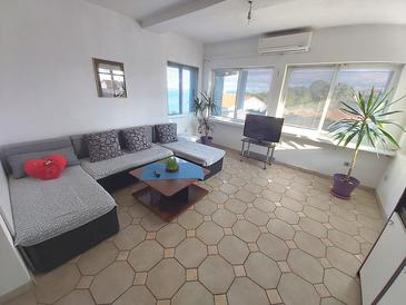 Sali, Living room in the apartment, air condition available, (pet friendly) and WiFi.