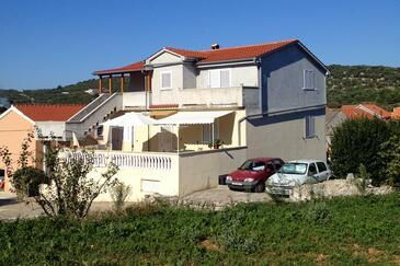 Sali, Dugi otok, Hébergement 8185 - Appartement avec une plage de galets.
