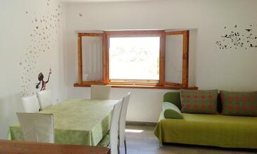Krknata, Jídelna v ubytování typu house.