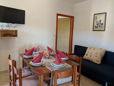Dobropoljana, Dining room in the apartment, air condition available, (pet friendly) and WiFi.