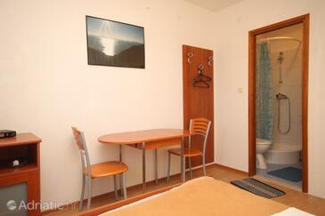 Banj, Jedáleň v ubytovacej jednotke studio-apartment, klimatizácia k dispozícii a WiFi.