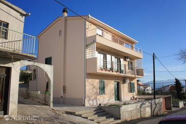 Slatine, Čiovo, Property 8207 - Apartments with pebble beach.