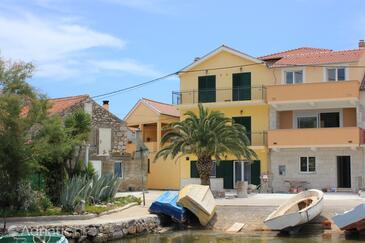 Kukljica, Ugljan, Объект 8209 - Апартаменты вблизи моря с галечным пляжем.