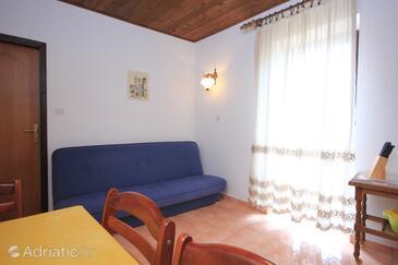 Kukljica, Obývací pokoj v ubytování typu apartment, domácí mazlíčci povoleni a WiFi.