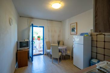Pašman, Jídelna v ubytování typu apartment, domácí mazlíčci povoleni a WiFi.