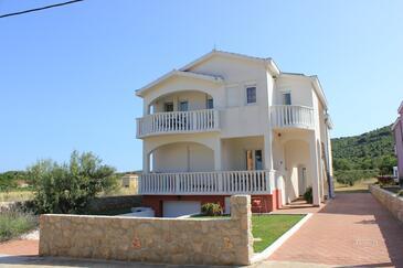 Pašman, Pašman, Obiekt 8215 - Apartamenty przy morzu z piaszczystą plażą.