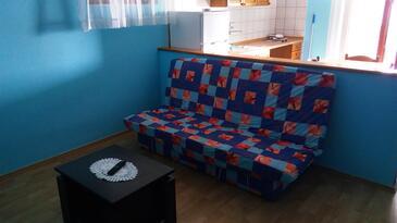 Tkon, Living room in the studio-apartment, WiFi.