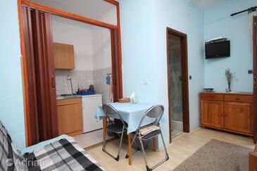 Pašman, Jedáleň v ubytovacej jednotke studio-apartment, WiFi.
