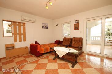 Tkon, Living room in the apartment, dostupna klima.