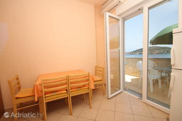 Kali, Dining room in the apartment, air condition available and WiFi.