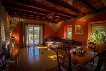 Ugljan, Obývací pokoj 1 v ubytování typu apartment, dostupna klima i WIFI.