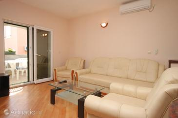 Banj, Living room in the apartment, dostupna klima i WIFI.