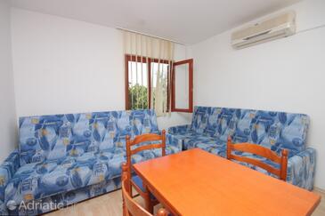 Ždrelac, Dining room in the apartment, dostupna klima i WIFI.