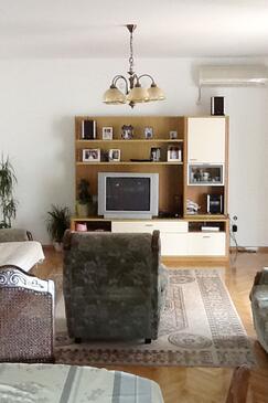 Kali, Camera di soggiorno nell'alloggi del tipo apartment, condizionatore disponibile e WiFi.