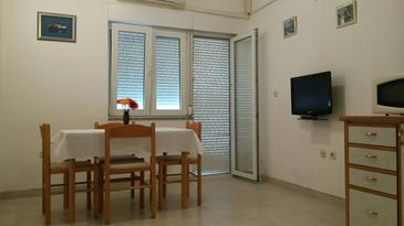 Kukljica, Dining room in the apartment, air condition available and WiFi.