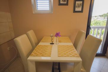 Kukljica, Dining room in the apartment, air condition available, (pet friendly) and WiFi.