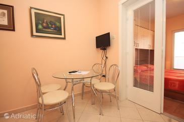 Kukljica, Jídelna v ubytování typu apartment, domácí mazlíčci povoleni a WiFi.