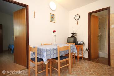 Kukljica, Dining room in the apartment.