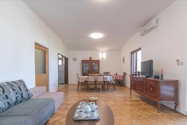 Preko, Living room in the apartment, air condition available and WiFi.