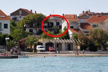 Preko, Ugljan, Objekt 8261 - Apartmaji v bližini morja s prodnato plažo.