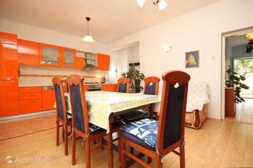 Ugljan, Dining room in the apartment.