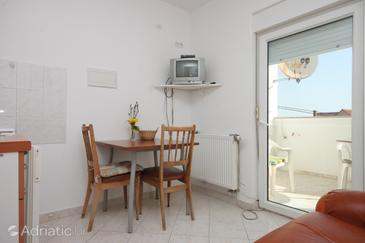 Preko, Dining room in the apartment, air condition available and (pet friendly).