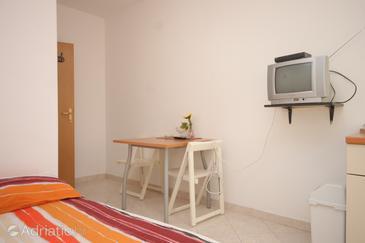 Preko, Dining room in the studio-apartment, (pet friendly).