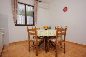 Mala Lamjana, Jadalnia w zakwaterowaniu typu apartment, dostupna klima i WIFI.