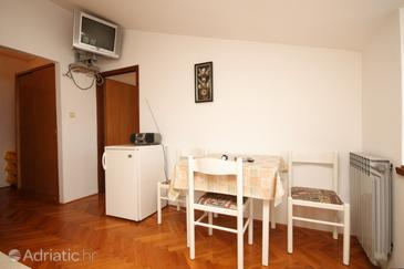 Neviđane, Dining room in the apartment, air condition available and (pet friendly).