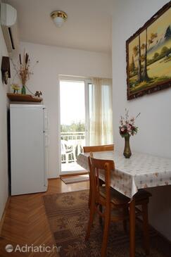 Kukljica, Blagovaonica u smještaju tipa apartment, dostupna klima i WiFi.