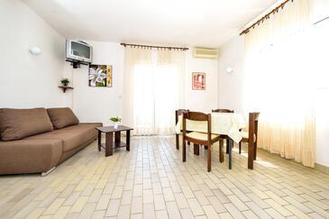 Kukljica, Dining room in the apartment, dostupna klima i WIFI.