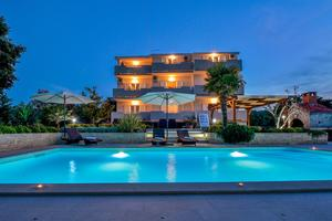 Apartmány s bazénom pre rodiny Kukljica (Ugljan) - 8279