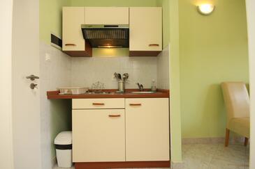 Skrivena Luka, Kitchen in the studio-apartment, dopusteni kucni ljubimci i WIFI.