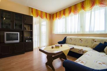 Podstrana, Sala de estar in the apartment, (pet friendly) y WiFi.