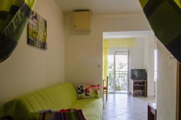Podstrana, Гостиная в размещении типа studio-apartment, Домашние животные допускаются и WiFi.