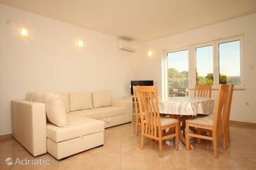 Ugljan, Dining room in the apartment, dostupna klima i WIFI.