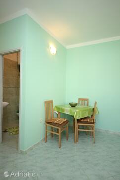 Pašman, Dining room in the studio-apartment, WIFI.