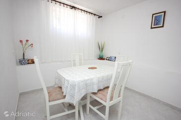 Tkon, Dining room in the apartment, WiFi.
