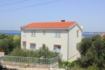 Tkon, Pašman, Объект 8297 - Апартаменты вблизи моря с галечным пляжем.