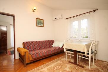 Ždrelac, Jedáleň v ubytovacej jednotke apartment, dostupna klima.