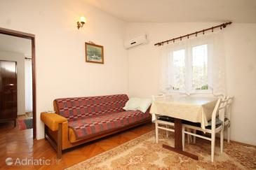 Ždrelac, Dining room in the apartment, air condition available.
