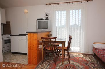 Ždrelac, Dining room in the studio-apartment.