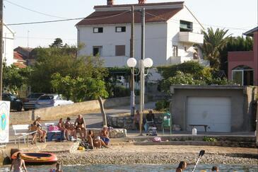 Ugljan, Ugljan, Objekt 8301 - Ubytování v blízkosti moře s oblázkovou pláží.
