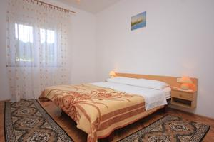 Apartments with a parking space Tkon (Pašman) - 8302