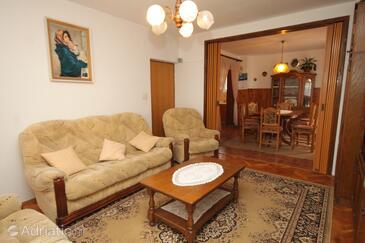 Tkon, Living room in the apartment, dostupna klima, dopusteni kucni ljubimci i WIFI.