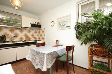 Ugljan, Dining room in the apartment, dopusteni kucni ljubimci i WIFI.